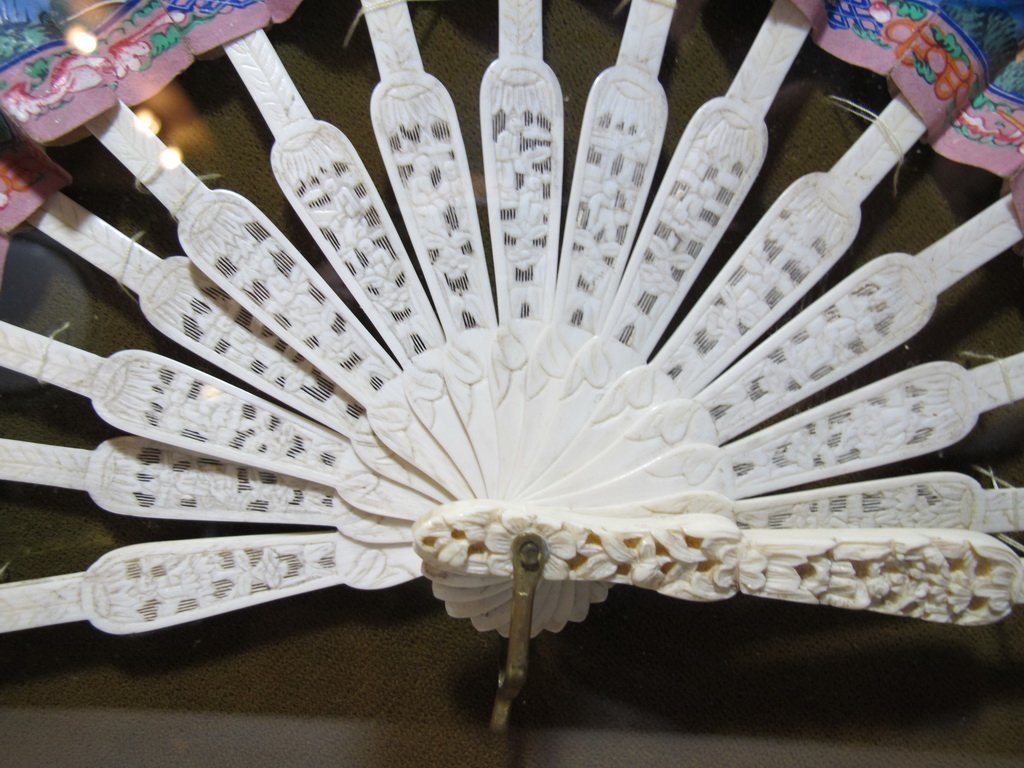 Vintage Chinese hand painted fan in an Italian wood box - 3
