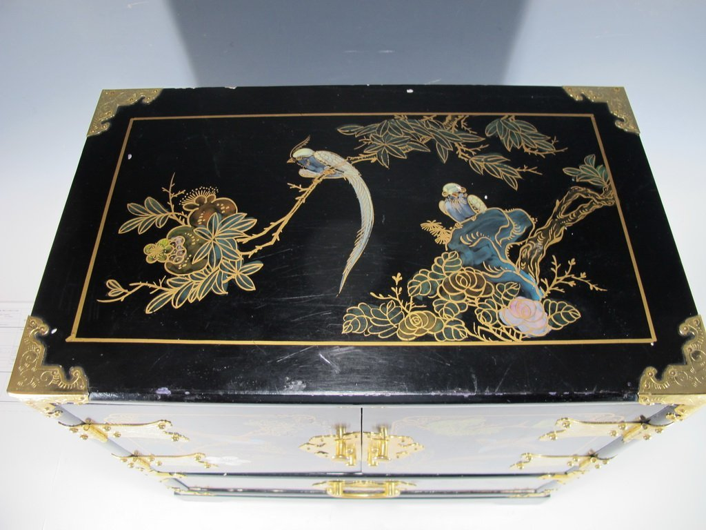Chinese painted on black lacquer small cabinet - 2