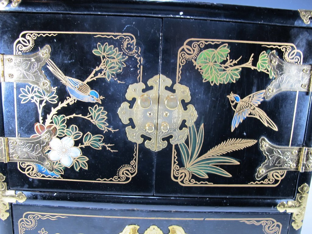 Chinese painted on black lacquer small cabinet - 3