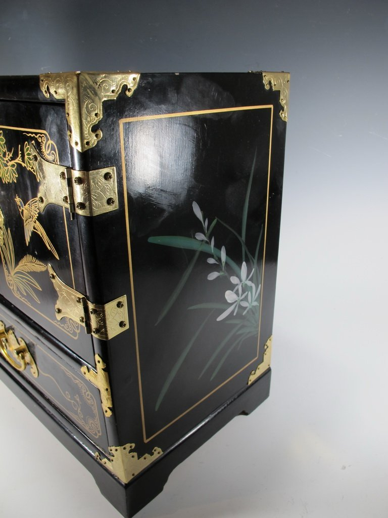 Chinese painted on black lacquer small cabinet - 4