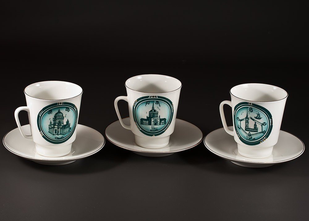 18: Porcelain cups with saucers, manufactured in Lening