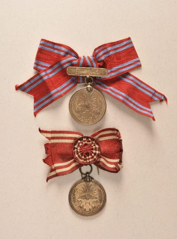 678: Japan - Red Cross 2 medals.