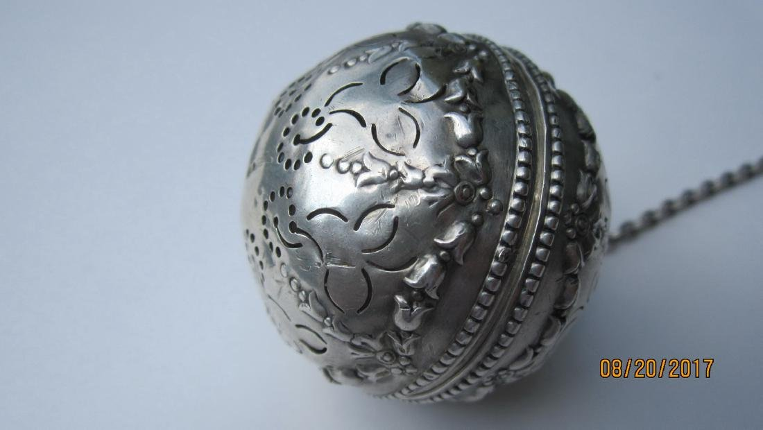 GREAT STERLING TEA STRAINER - VERY ORNATE HALLMARKED -