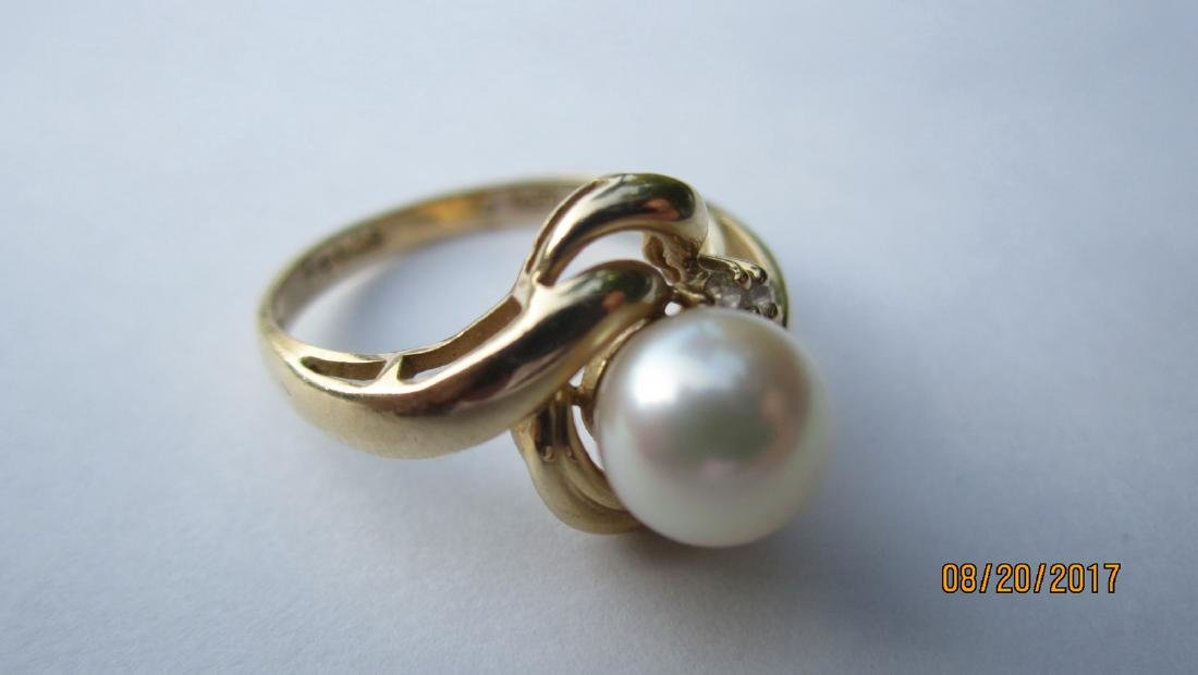 14 K RING SIGNED REEDS WITH LARGE CENTER PEARL - SIZE