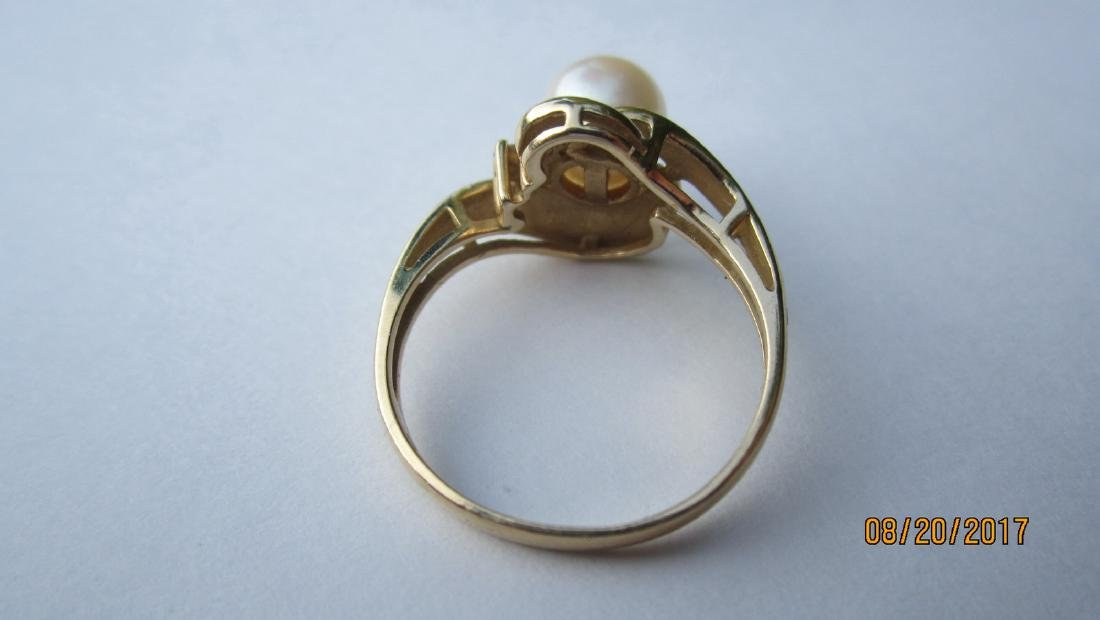 14 K RING SIGNED REEDS WITH LARGE CENTER PEARL - SIZE - 3