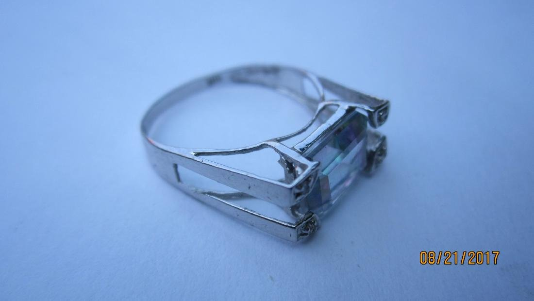 10 K RING WITH LARGE CENTER MYSTIC TOPAZ - SIZE 7 - - - 4