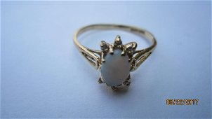 14K OPAL RING WITH 6 SIDE DIAMONDS SIZE 7.25 - EXC.COND