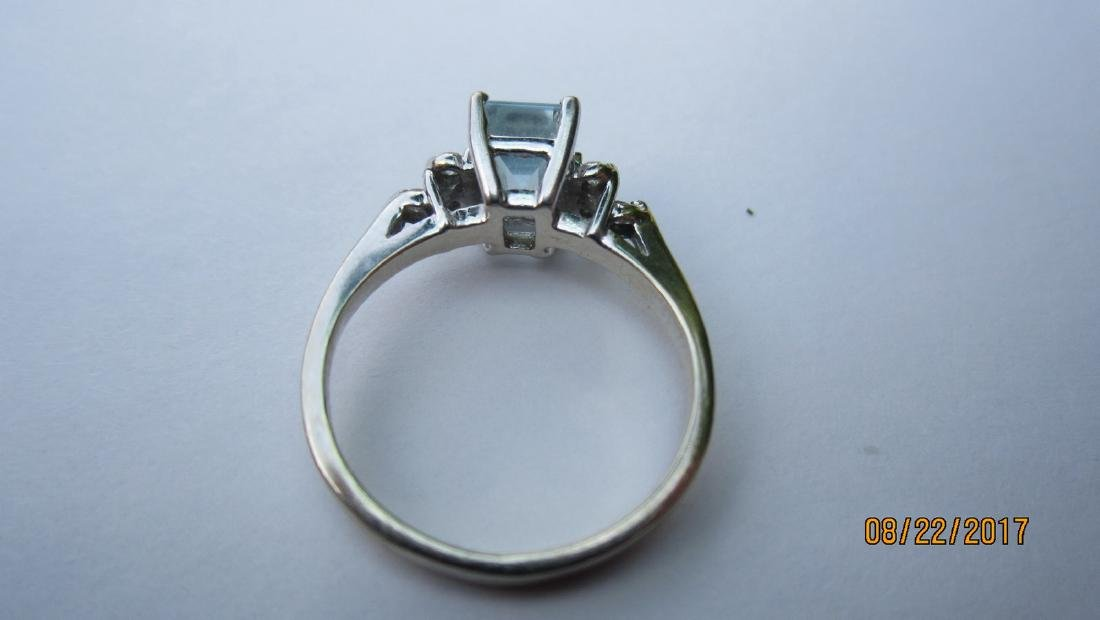 14K AQUAMARINE RING WITH 6 SMALL DIAMONDS - SIZE 5.25 - - 3