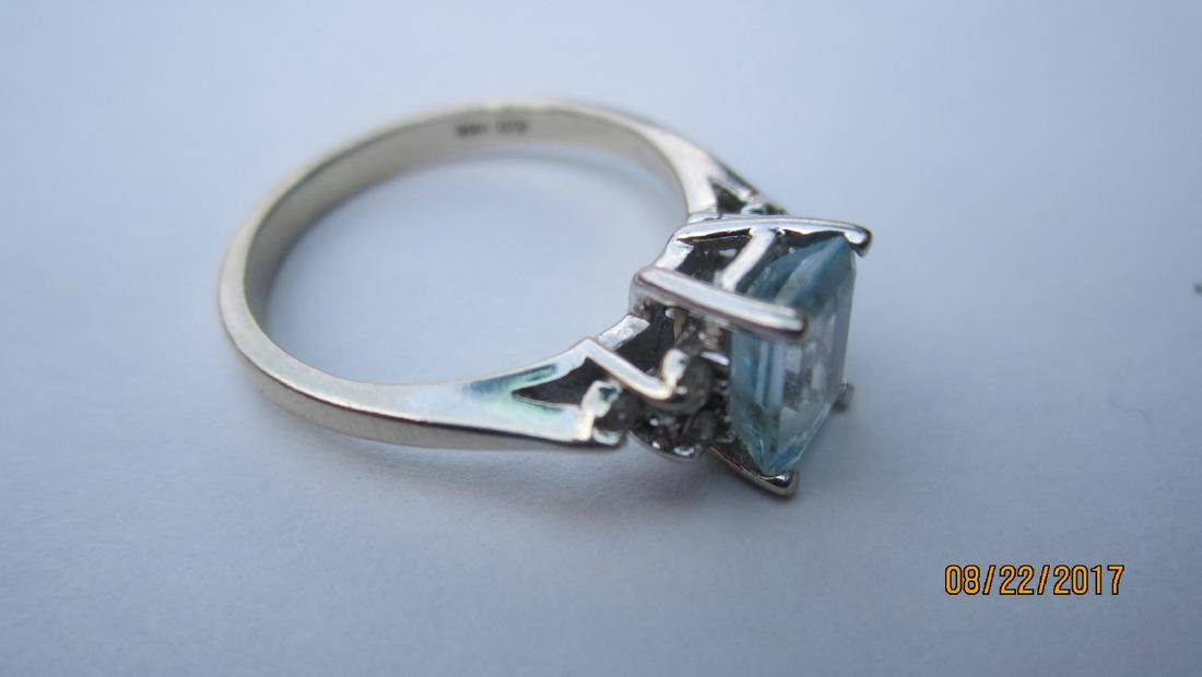 14K AQUAMARINE RING WITH 6 SMALL DIAMONDS - SIZE 5.25 - - 4