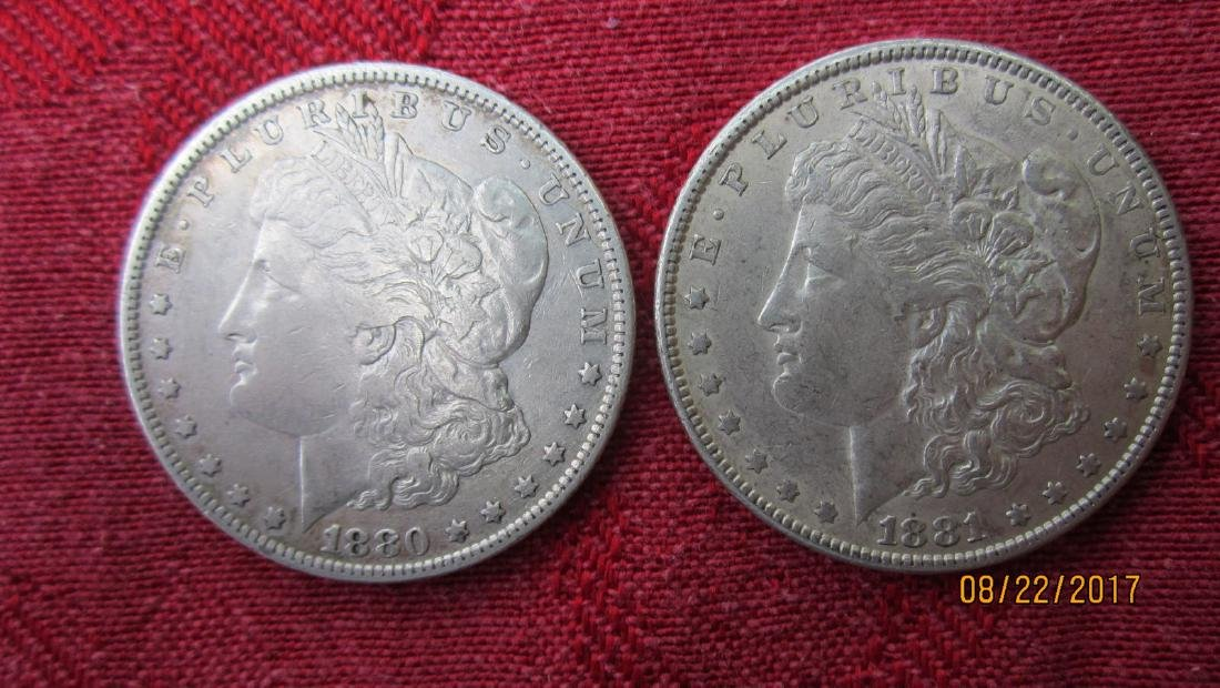 2 MORGAN SILVER DOLLARS - EXC.COND - U.S. MINT CASE -