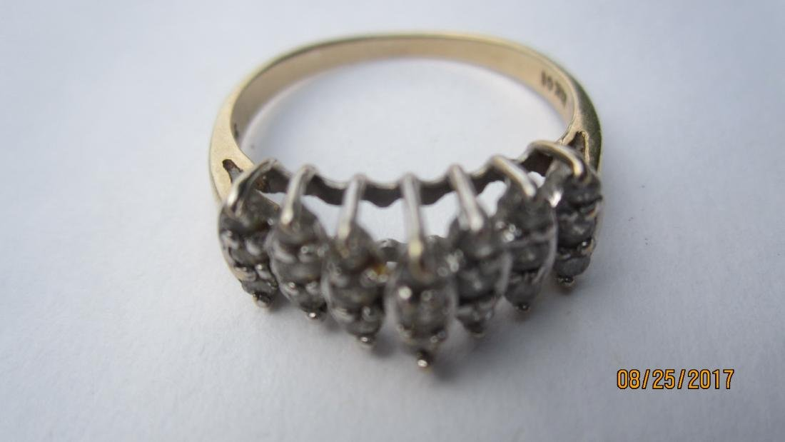 NICE 10K RING WITH 21 DIAMONDS - SIZE 7 3/4  - EXC.
