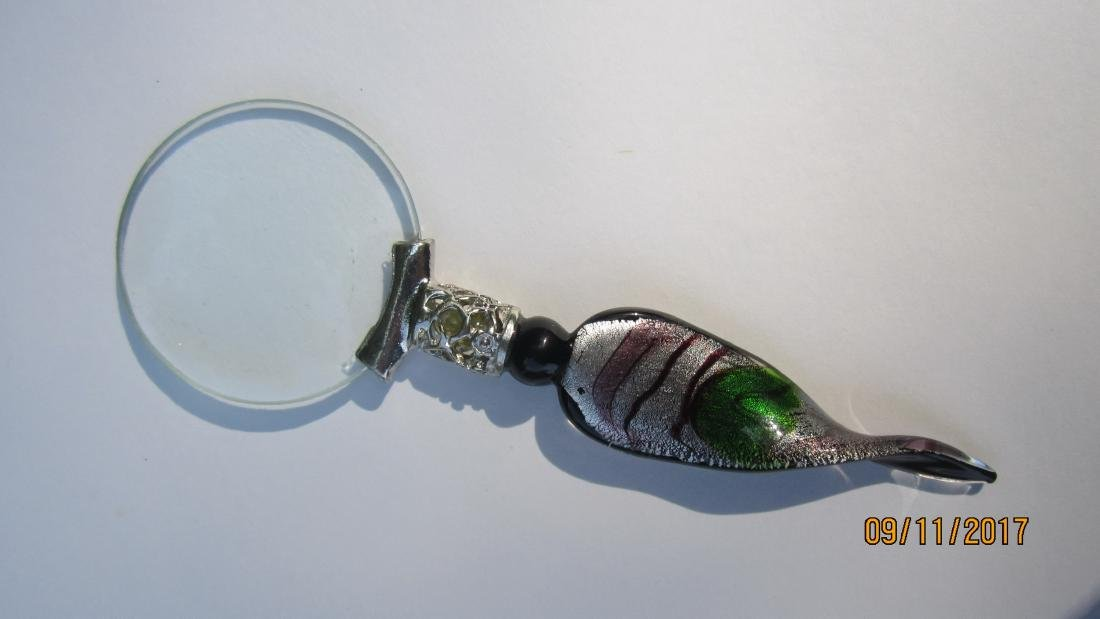 UNUSUAL MAGNIFYING GLASS WITH ART GLASS HANDLE - 6
