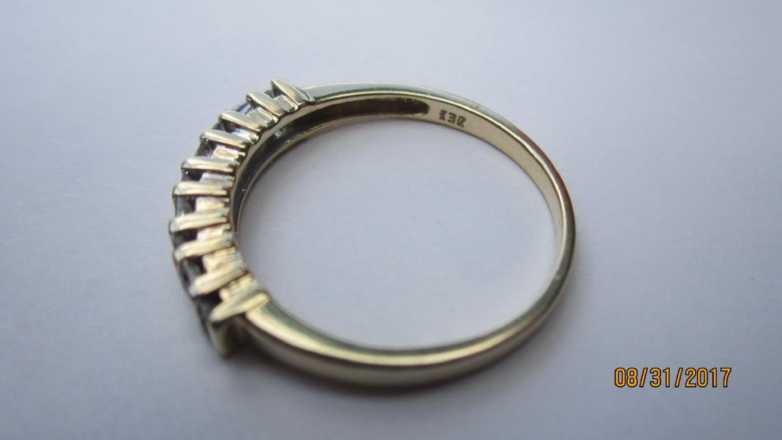 UNUSUAL 10K RING WITH 4 BAGUETTES AND 10 ROUND DIAMONDS - 2