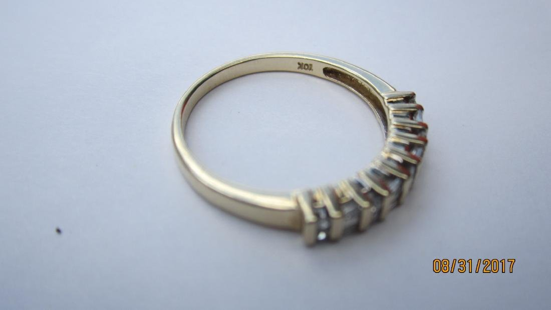 UNUSUAL 10K RING WITH 4 BAGUETTES AND 10 ROUND DIAMONDS - 4