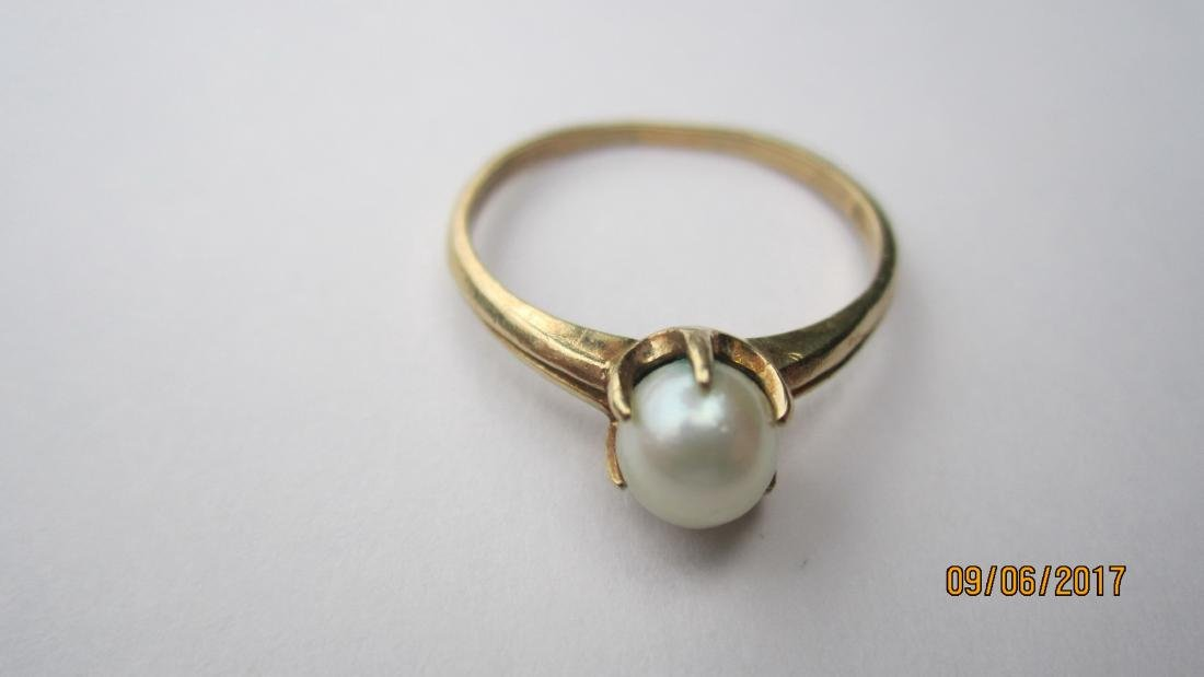 10K RINK WITH CENTER PEARL - SIZE 6 3/4 - EXC. COND