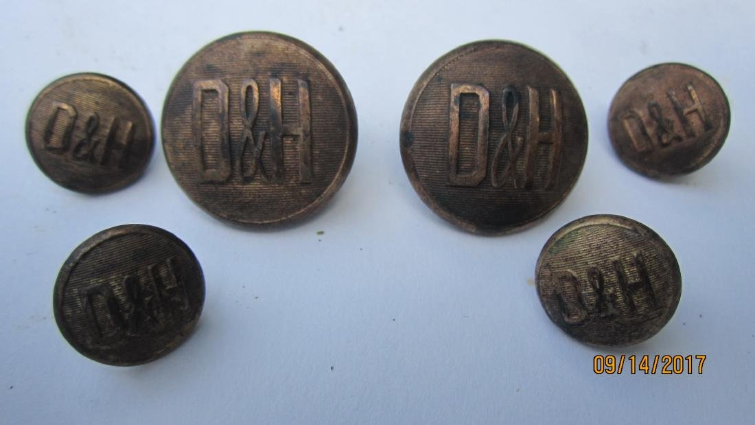 6 BUTTONS FROM THE DELAWARE & HUDSON RAILROAD - MADE BY
