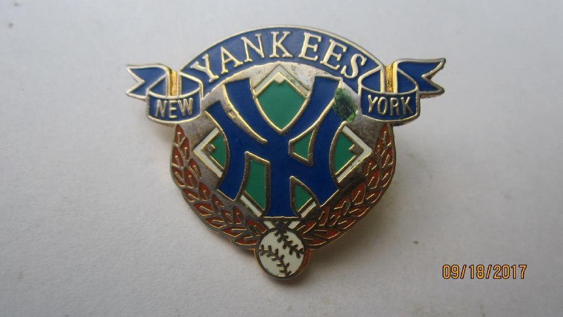 2 NICE BASEBALL PINS - ONE YANKEES THE OTHER IS A EARLY - 2