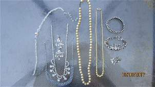 LOT OF JEWELRY TO INCLUDE 2 PEARL NECKLACES CRYSTAL