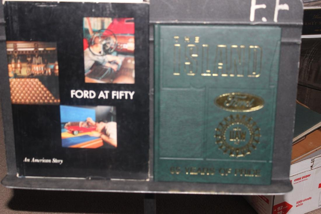 FOR THE AUTO COLLECTOR 2 GREAT BOOKS COVERING FOR GREEN
