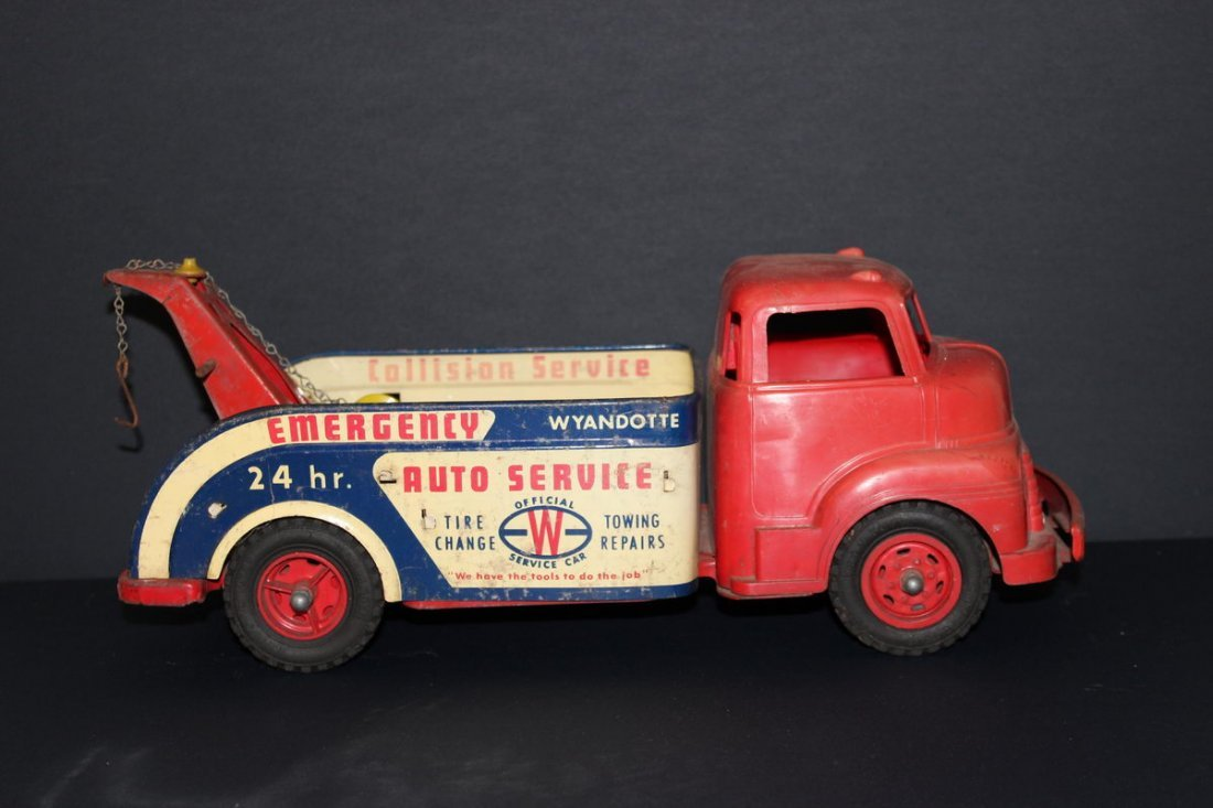 """11: TOWTRUCK BY WYANDOTTE 15"""""""
