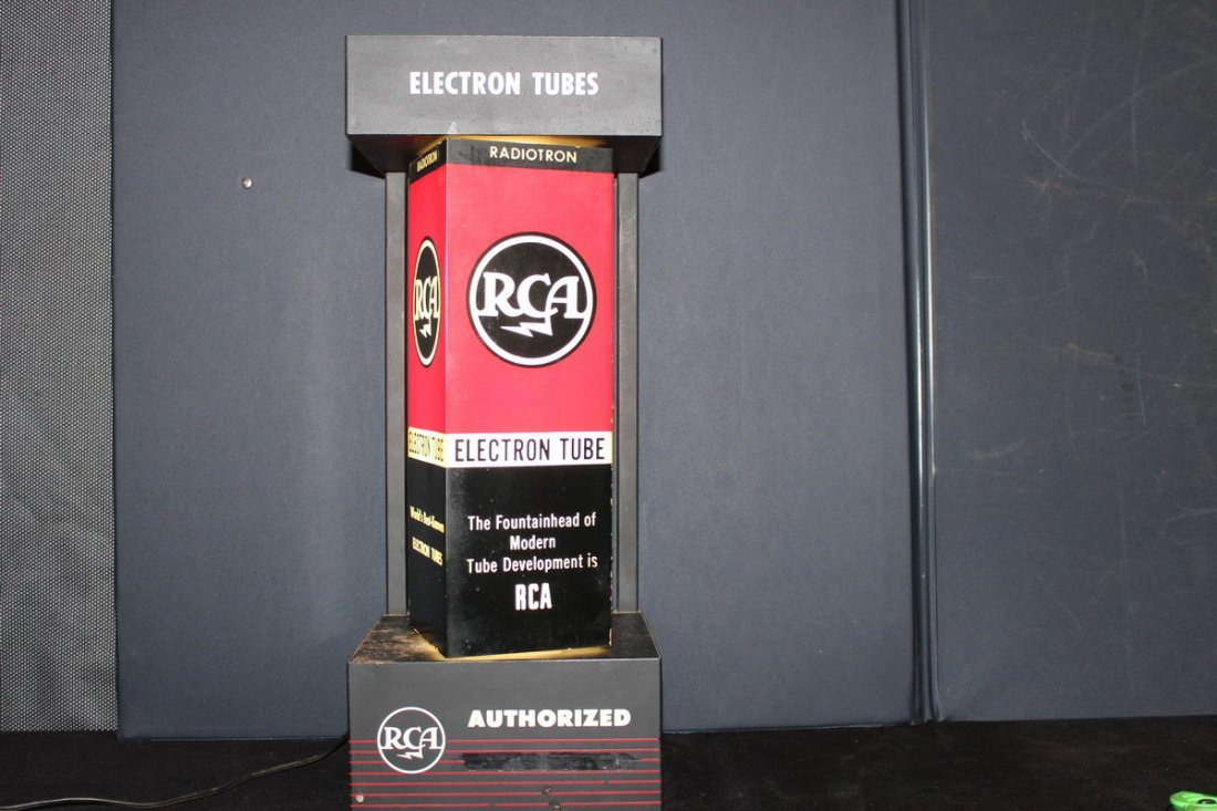 13: GREAT PIECE OF RCA ADVERTISING - LIGHTS UP AND ROTA