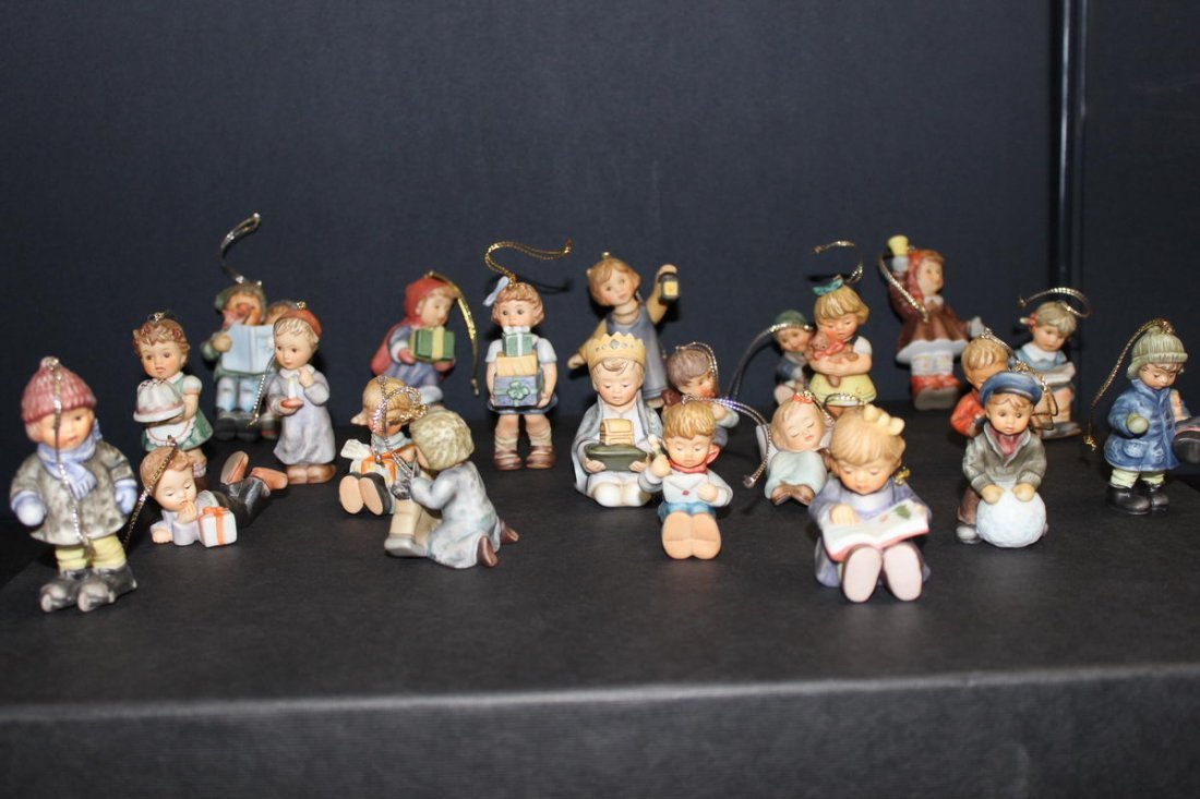 18: HUMMEL CHRISTMAS DECORATIONS - ALL MINT