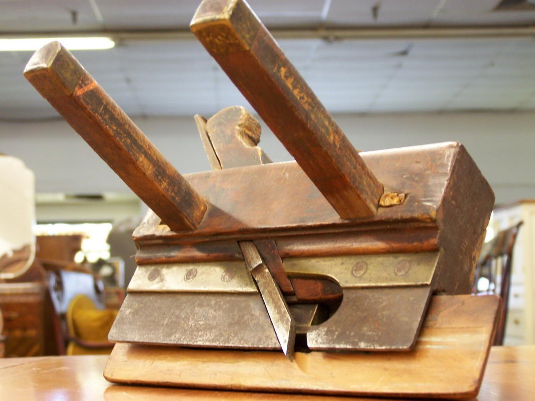 15: EARLY GUPPY & DREWER MOLDING PLANE W/ OUTRIGGERS
