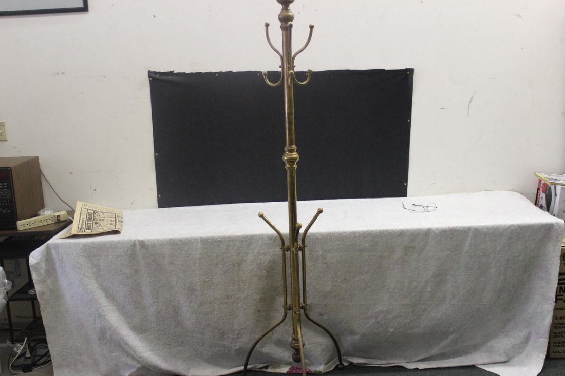 10: EXCELLENT BRASS HALL TREE IN MINT CONDITION