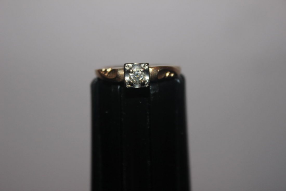 16: 14K YELLOW GOLD WITH 15PT. DIAMOND IN WHITE GOLD CR