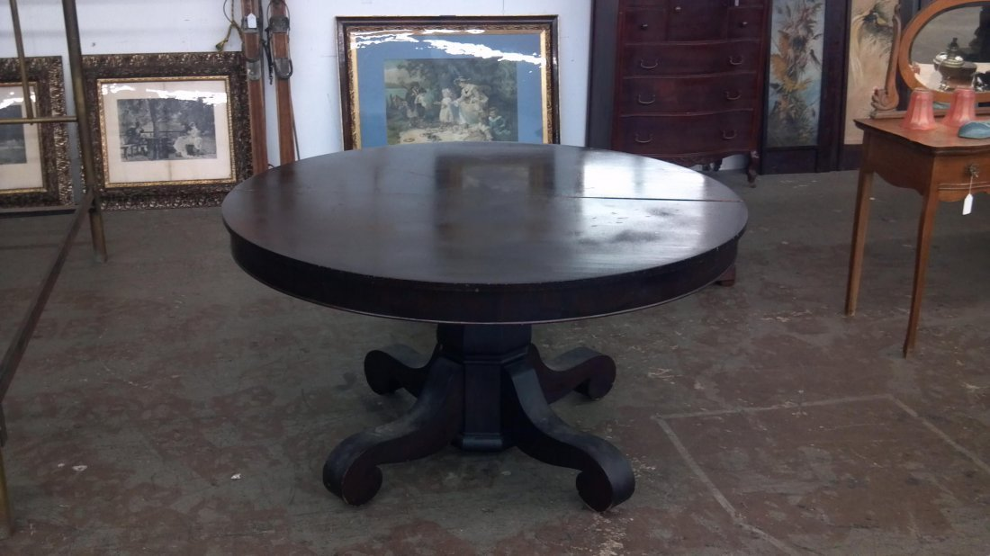 18: Mahogany round table with four leaves