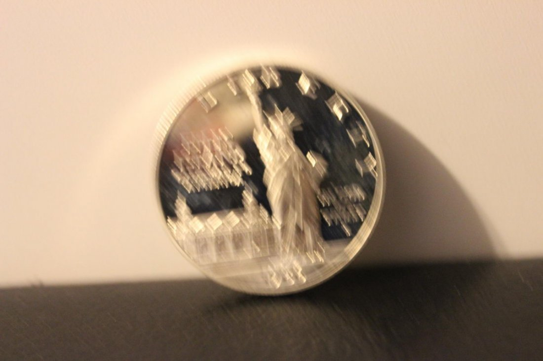 1986 ELLIS ISLAND ONE DOLLAR COIN SILVER OR CLAD NOT SU