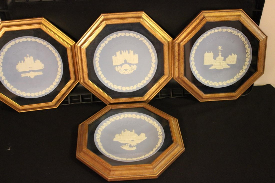 4 WEDGEWOOD CHRISTMAS PLATES ALL FRAMED IN OCTAGON FRAM