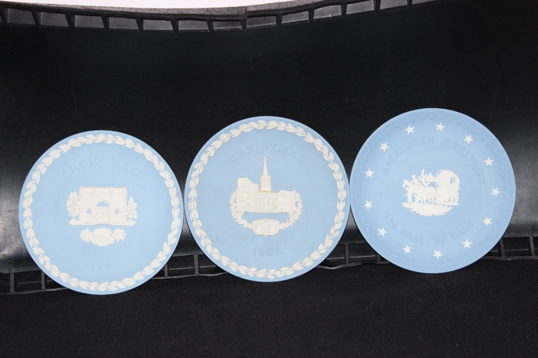 2 CHRISTMAS PLATES 1981 - 1983 - 1 THE WEST BY LAND MIN