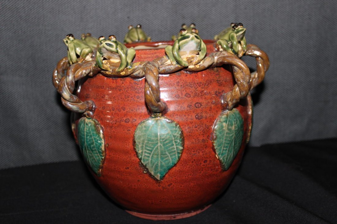GREAT REDWARE STORAGE JAR DECORATED WITH8 SITTING FROGS