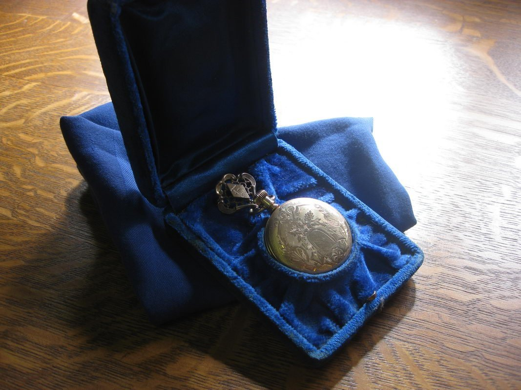 ELGIN CLOSED FACE POCKET WATCH VERY ORNATE WITH FOB (WO