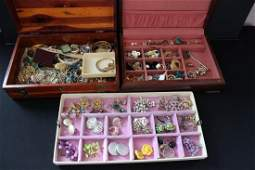 LARGE LOT OF COSTUME JEWELRY ALL KINDS