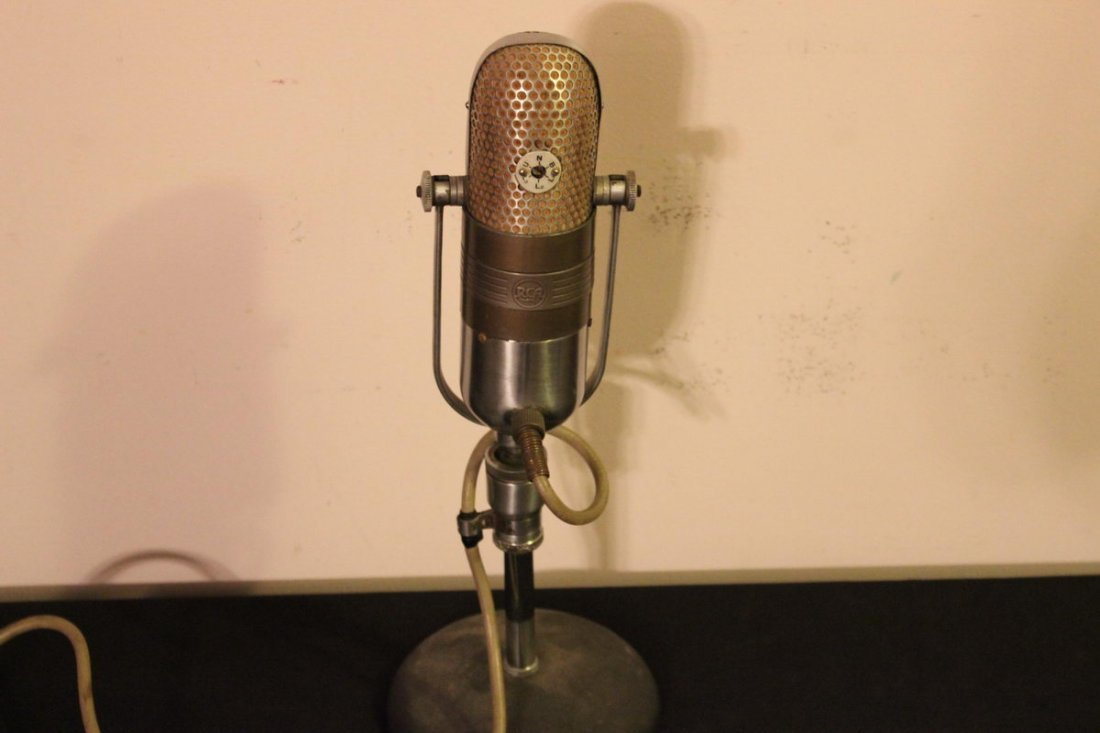 "60"" RCA 77D RIBBON MICROPHONE WITH TABLE STAND M4045"