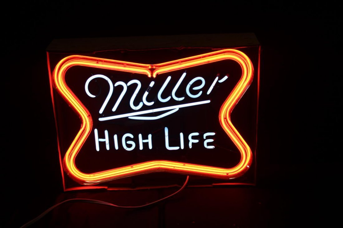 MILLER HIGH LIFE BRAND-NEW OLD STOCK NEON SIGN IN BOX