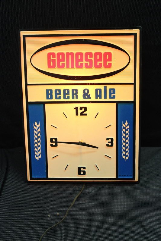 LIGHT UP GENESEE BEER AND ALE CLOCK WORKS