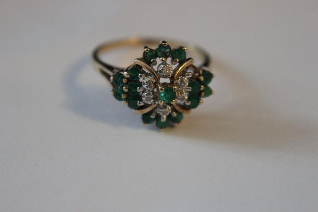 10K GENUINE EMERALD AND DIAMOND RING SIZE 8.5
