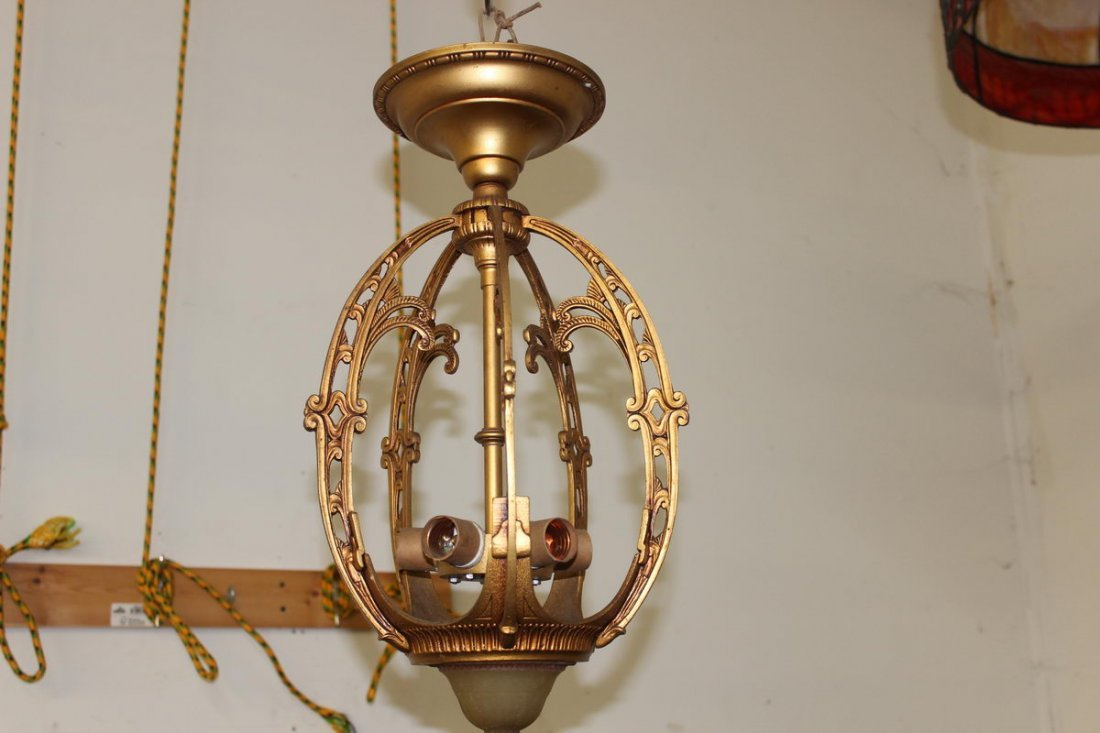 DECO HANGING CHANDELIER IN MINT CONDITION METAL AND