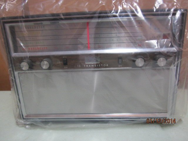 MODEL 87R79 ARVIN TRANSISTOR RADIO MULTI BAND NEVER