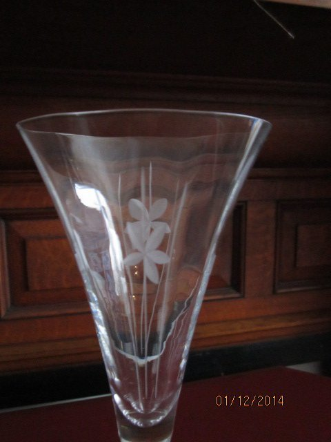 """BEAUTIFUL SET OF 8 - 10"""" CUT AND ETCHED STEMWARE -"""