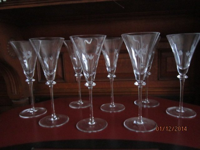 """BEAUTIFUL SET OF 8 - 9"""" CUT AND ETCHED STEMWARE -"""
