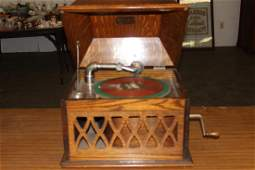 EXCELLENT WORKING OAK WINDUP VICTROLA BY SONORA NICE