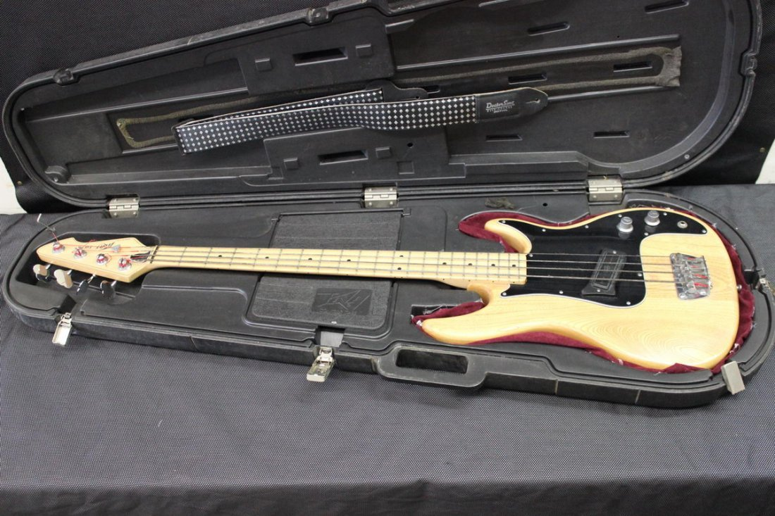 EXCELLENT PEAVEY FURY BASS GUITAR U.S.A. SOLID OAK - 7