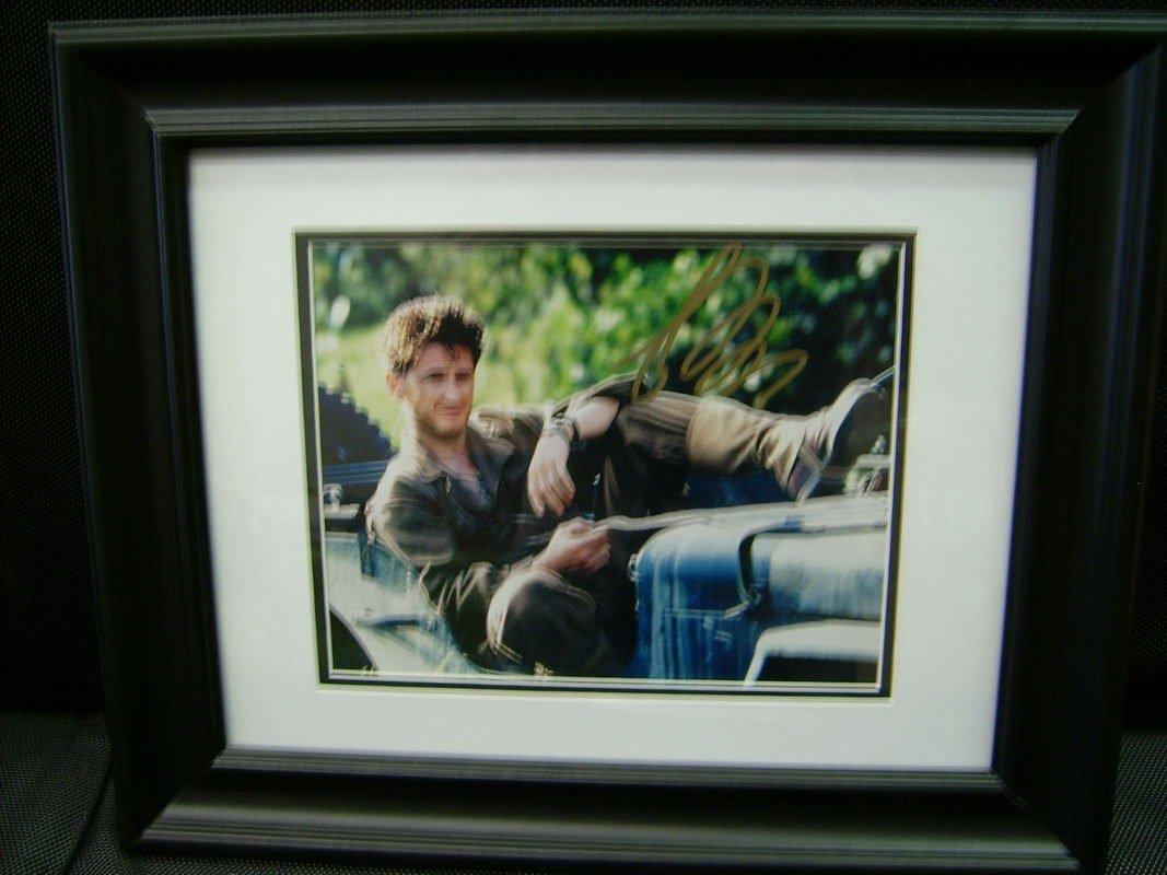 FRAMED PHOTO/AUTOGRAPH OF ACTOR SEAN PENN