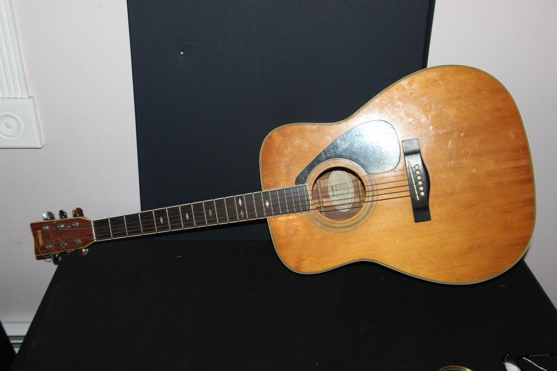 EXCELLENT ACOUSTIC HOLLOW BODY GUITAR BY YAMAHA FG 365S