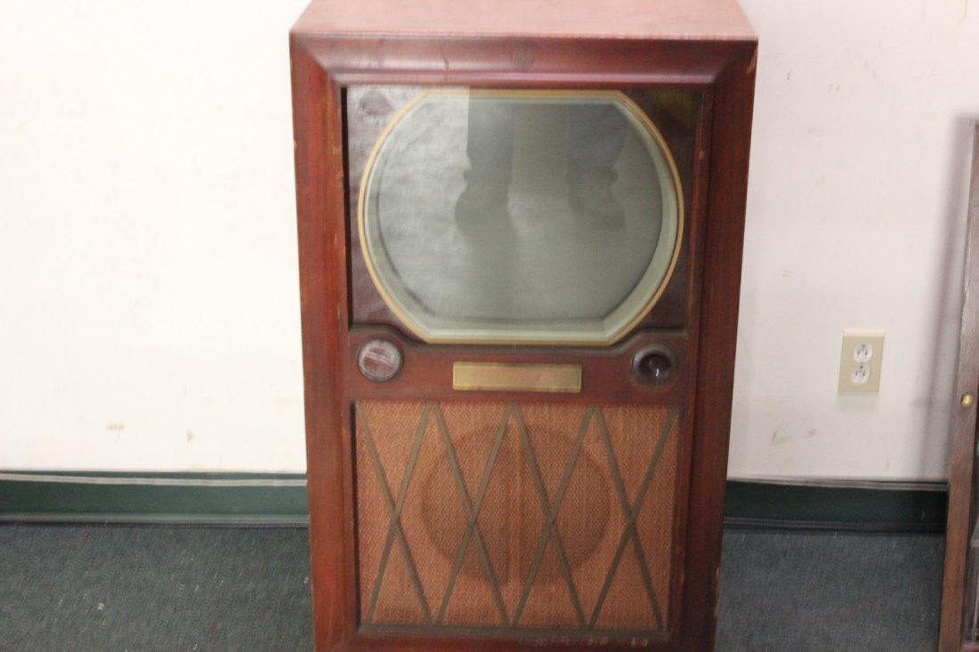 ANOTHER 1950S OLD TV SET IN GOOD CONDITION - EMERSON