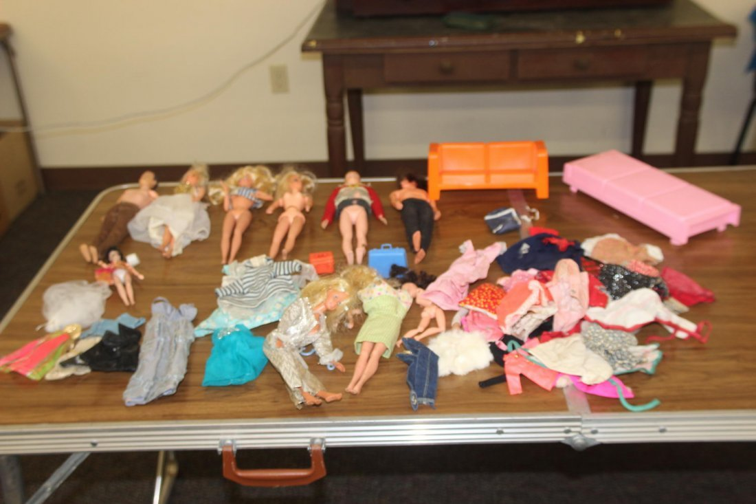9 BARBIE AND KEN DOLLS PLUS CASE AND LOTS OF CLOTHING